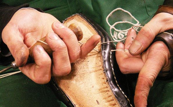 May giày theo phương pháp thủ công Hand-Welted